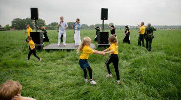 OLS 2021: St. Willibrordus muzikaal verrast door Christel van Rijn en Bart Houtermans (Foto's)